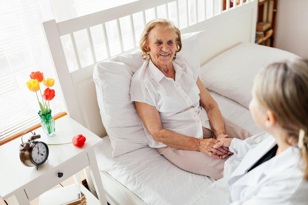 Erfahren Sie mit unserem Ratgeber Techniken, um Menschen besser zu pflegen und zu betreuen